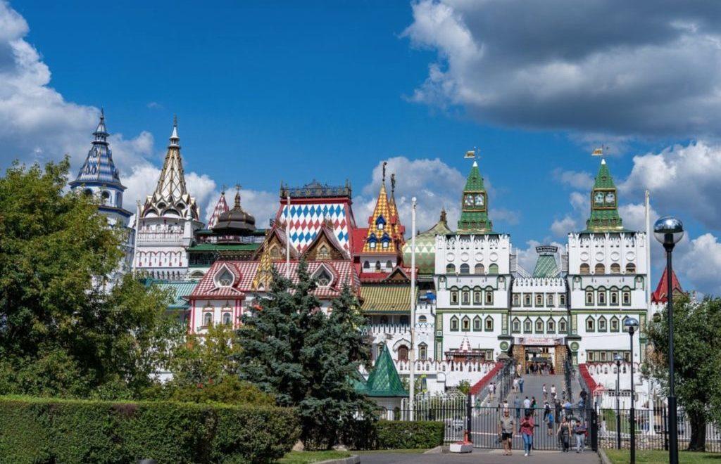 Izmaylovo Kremlin and souvenirs market